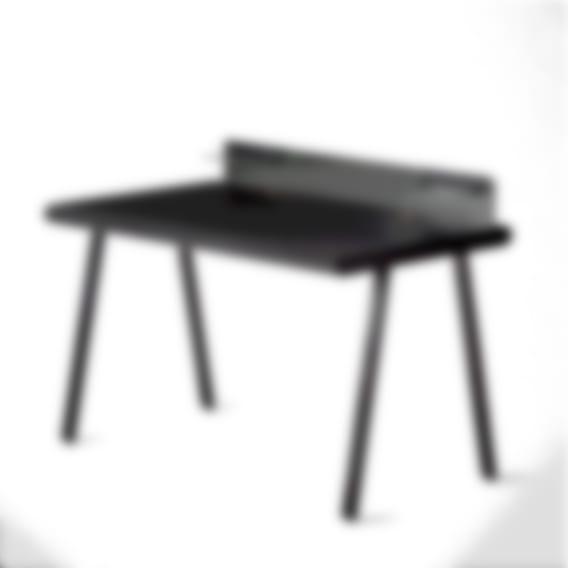 Nik Desk